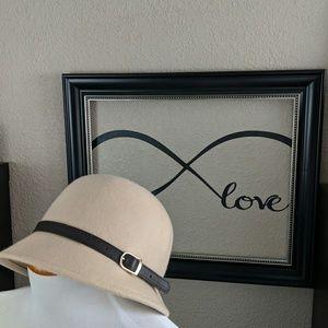 Charming Charlie 1920s women's hat in cream wool
